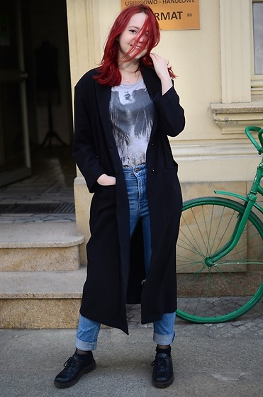 Ada J -  - Ripped jeans and long coat
