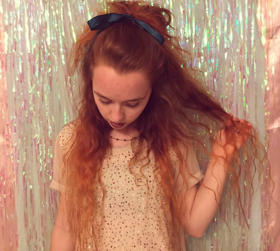 Emily Elizabeth - H&M Sequin Top, Vintage Black Pearl Necklace - Grungy Lolita Hair