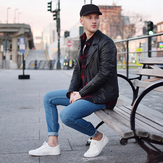 Piotr Ryterski - Converse Leather Jacket, Asos Sneakers, Zara Pants - Casual in midtown