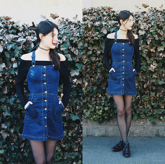 Nora Aradi - H&M Denim Dungarees, H&M Black Off Shoulder Shirt, Zara Burgundy Chelsea Boots - Denim dungarees