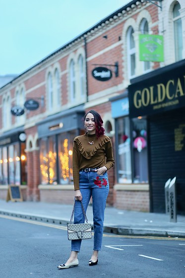 Virgit Canaz -  - Frill trim sweater and embroidered jeans