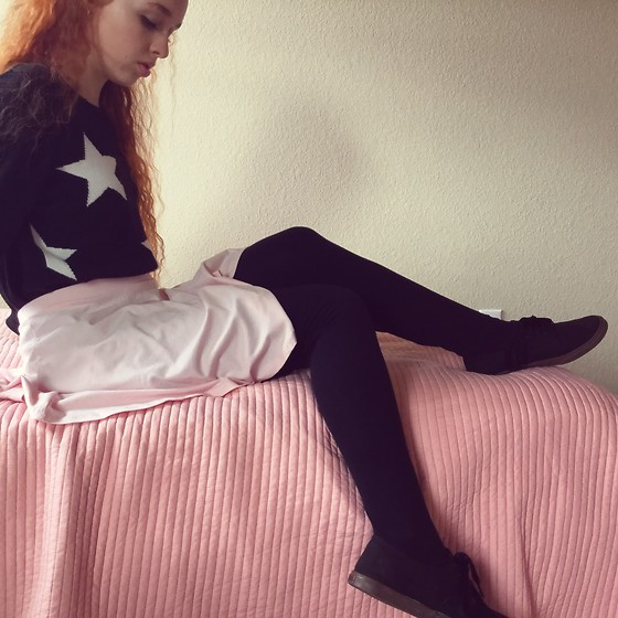 Emily Elizabeth - Goodwill Black Star Sweater, Forever 21 Pink Skater Skirt, Vans Black - 80s Magical Girl