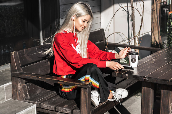 Krist Elle - Slit Striped Drawstring Pants, Twinkledeals.Com Cropped Selfie Graphic Sweatshirt, Bluetooth Earphones Pugz - Bluetooth earphones Pugz