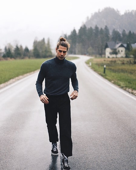 Richy Koll - Vans Sneakers, Weekday Suit Pants, Fred Perry Rolly - WEEKDAY from tip to toe