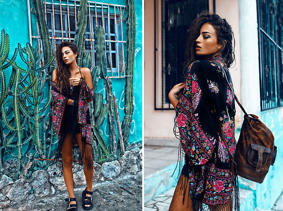 Thilda Mörlid Berglind - Spell & The Gypsy Collective Kimono, Dr. Martens Shoes - Bohemian vibes