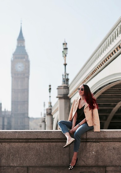 Virgit Canaz - Isabella Salvador Golden Jacket, French Sole Flats - Going back to the Big Ben
