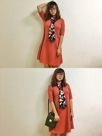 Shugeng Fu - Uniqlo Orange Stripe Dress, Zara Green Vintage Single Shoudler Bag - Go to library again~