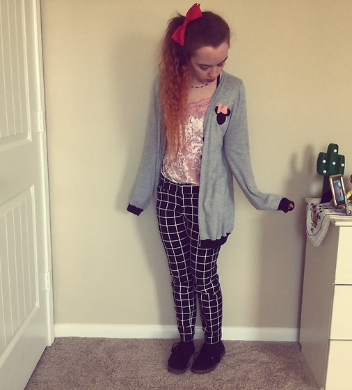 Emily Elizabeth - Walmart Pink Velvet Tank Top, Forever 21 Minnie Mouse Sweater, Old Navy Geometric Pants, Vans Black, Forever 21 Red Hair Bow - Powerpuff Girl