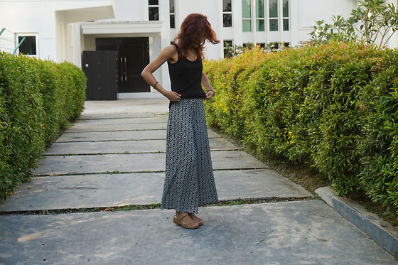 Shanaz AL - Thrifted Palazzo Pants, Cotton On Sleeveless Top, Beige Sandals - Resting Bawse Face