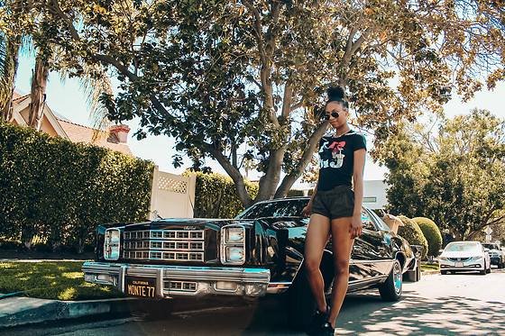 Brenea White - Urban Outfitters Shorts, Ray Ban Sunglasses, Nike Hurache - Black in Cali