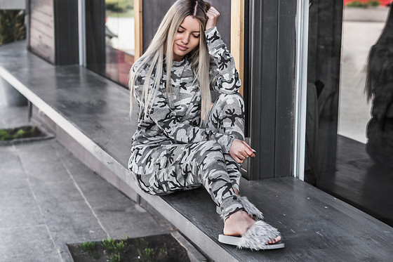 Krist Elle - Misspap.Co.Uk Camo Grey Loungewear Set, Grey Faux Fur Sliders - Grey camo tracksuit