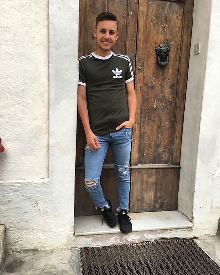 Kyle Magri - Asos T Shirt, Bershka Jeans, Urban Jungle Runners - Street casual !