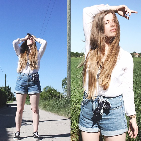Elaine Hennings - Zara Shorts, H&M Blouse, Vans Shoes - Denim Shorts For Summer