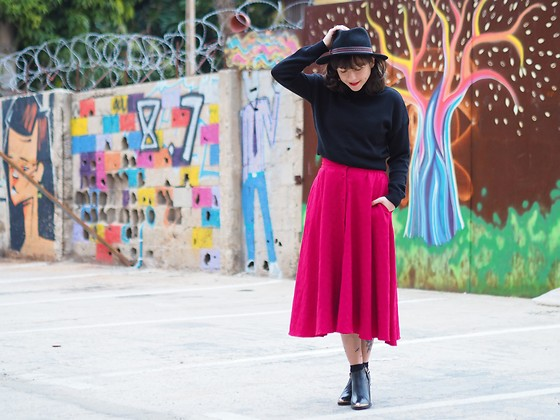 Fashionella ♥ - C&A Black Fedora Hat - The red midi