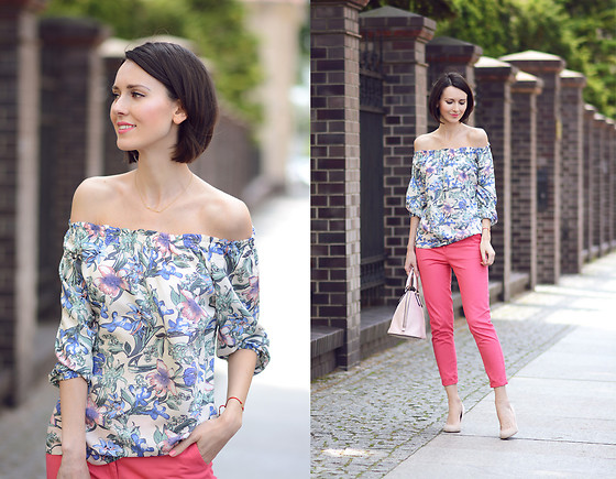 Daisyline . - Greenpoint Top, Greenpoint Pants, Coccinelle Bag - Flower off the shoulder top / www.daisyline.pl