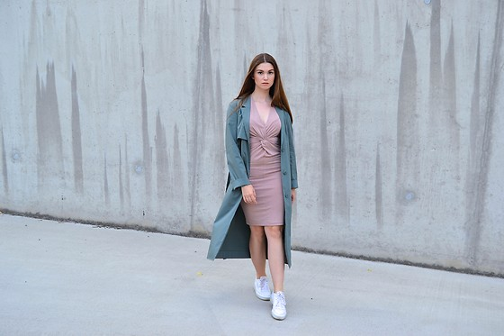 Sofie Rome - H&M Pink Dress, Cos Green Trench Coat, Reebok Club C 85 - Let's talk trench
