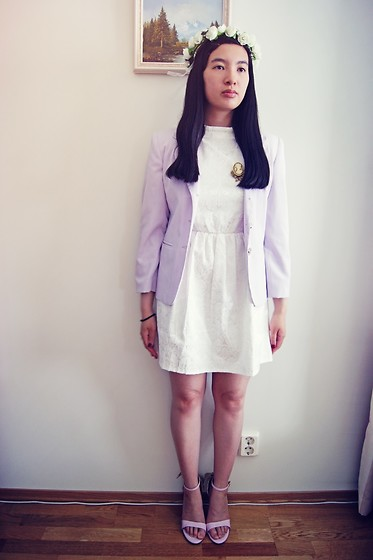 Dina N. - Sammydress Cameo Brooch, Sammydress Purple Heels - White and purple roses