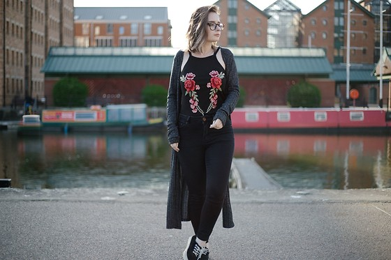 Tessa Holly - Asos Ridley Jeans - The Embroidery Trend