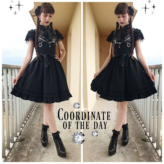 Yumi E.G. - Putumayo Silver Prints Top, Moi Même Moitié Black Skirt, Sergio Todzi High Heels - Black summer