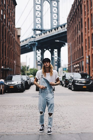 Richy Koll - Vans Sneakers, Bdg Jeans, Urban Outfitters T Shirt, Brixton Cap - Vintage  x  New York