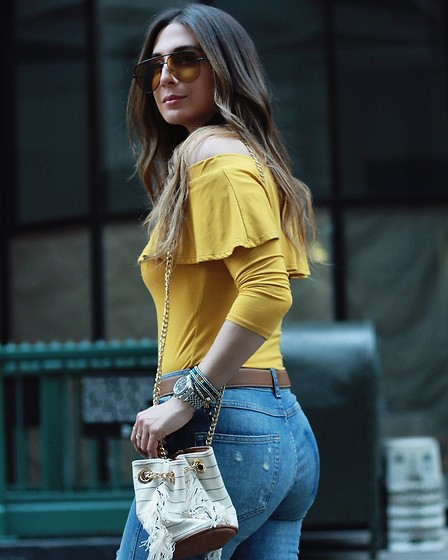 Alyssa Melendez - Quay Sunglasses, Off The Shoulder Top, Jeans, Purse - Street Style