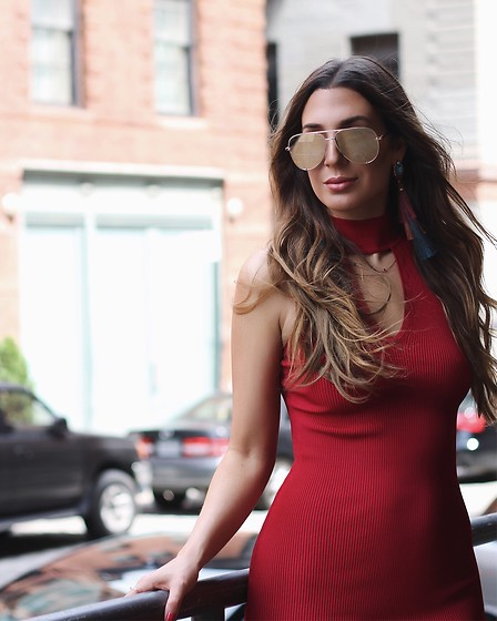 Alyssa Melendez - Bodycon Dress, Quay Sunglasses - Street Style