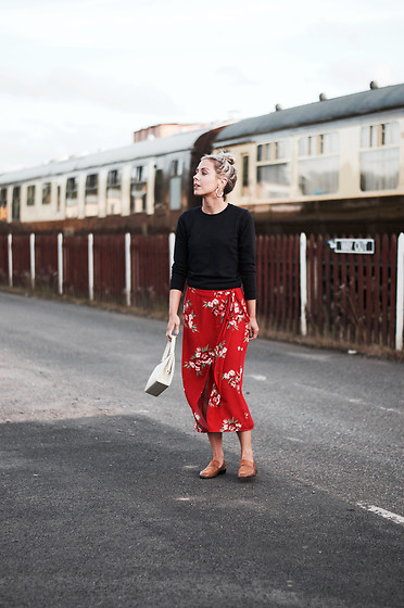Daniella Robins - Marks & Spencer Skirt - Friday's Feels: Escaping The Noise