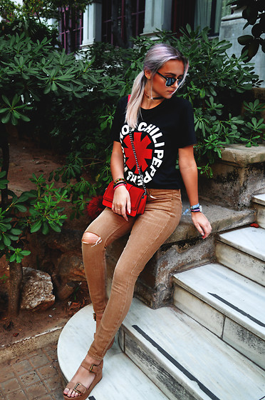 Sabina Bacevich - H&M Red Bag, Bershka Brown Platform Sandals, Soorty Custom Brown Ripped Pants - Never have I thought..