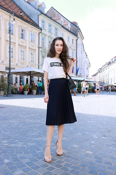 Veronika Lipar - H&M Black And White Slogan Tee, Stuart Weitzman Rose Gold Sandals - Femme Vibes and Pleats