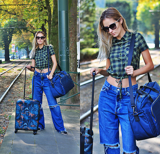 Ruxandra Ioana - Eastpak Travel Bags - Weekend getaway