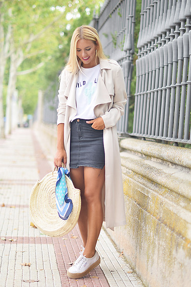 Martha Lozano - Ivyrevel Trench, Mango Tshirt, Shein Skirt, Superga Sneakers - No me vendas la moto