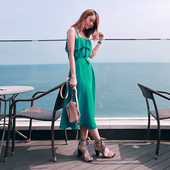 Rekay Style - Gentle Monster Tint Sunglass, Nuvo10 Off The Shoulder Dress, Marc Jacobs Camera Bag, Raye Strap Sandal - Off the Shoulder dress