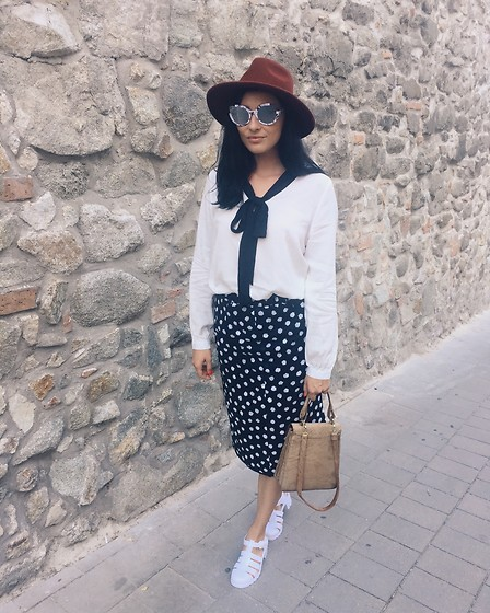 Janka Topanka - Juju Shoes, Vintage Skirt, Esmara By Lidl Shirt, Marc By Jacobs Sunnies, Levi's® Hat - Dots