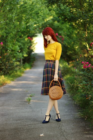 Bleu Avenue Ofbleuavenue - Fervour Prim Class Hero Midi Skirt In Plaid, Modcloth Charter School Pullover Sweater In Honey - Autumn On My Mind