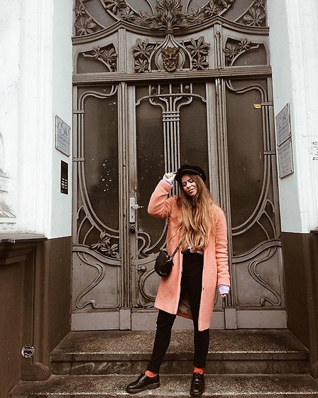 Elaine Hennings - Topshop Coat, Dr. Martens Shoes, Fossil Bag, Brixton Hat, Asos Jeans - Pre Fall Vibes