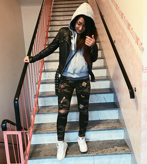 Jenny Drugge - Gina Tricot Jacket, Jeans, Nike Sneakers - Camo touch
