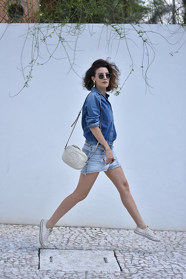 Silvia Henz - Converse White, Gucci White Soho Bag, Ray Ban Round Glasses Ray Ban, Levi's® Destroyed Shorts Jeans, Jeans Shirt Jacket - Jump on it