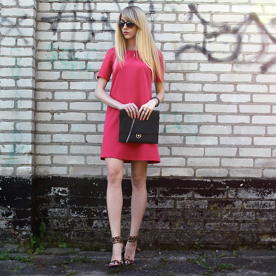 Diane Fashion -  - Pink dress and panther sandals
