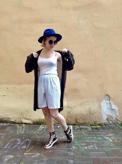 Anastasiia - H&M Blue Hat, Guess Sandals, Forever 21 Glasses - Freak Of The Week