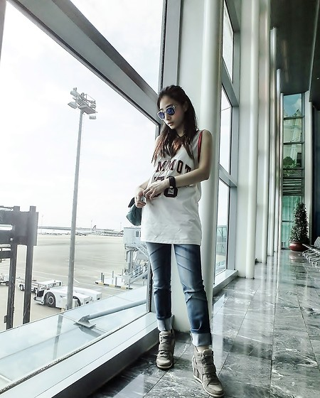 Annabelle Lao - Michael Kors Mk, Tommy Hilfiger, Calvin Klein, Louis Vuitton - Ready to take off
