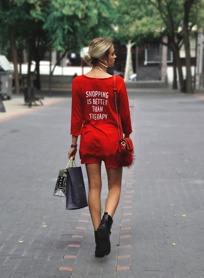 Sabina Bacevich - Stradivarius Black Boots, H&M Red Bag, Stradivarius Red Blouse, Daniel Wellington Watch - RETAIL THERAPY