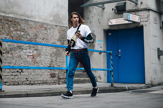 Richy Koll - Nike Sneakers, Loom Jeans, Gucci Belt, Adidas Sweater, Urban Outfitters T Shirt, Fila Bag - Urban Outfitters AW 17