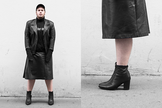 Wyatt Morgan - Syro Leather Boots, Asos Leather Skirt, Vintage Leather Jacket, Weekday Turtleneck - 08 10