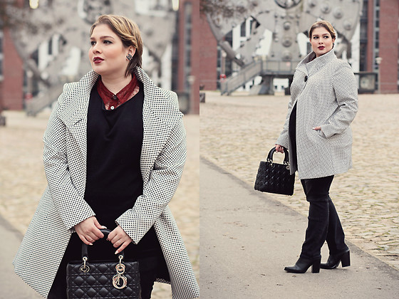 Luciana Blümlein - Murek Hamburg Jacket, Marina Rinaldi Lace Blouse, Doris Streich Sweater, Sheego Jeans, Dior Bag, Chanel Earrings, C&A Boots - • Classy Casual •