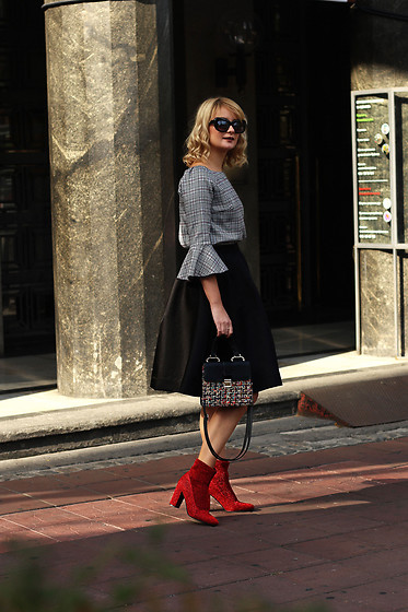 Ana Vukosavljevic - Metisu Blouse, Romwe Skirt, Zaful Bag, Ego Ankle Boots - Statement Shoes