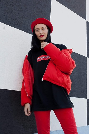 Janka Topanka - United Colors Of Benetton Trousers, Supreme Tshirt, H&M Jacket, H&M Beret - Red look