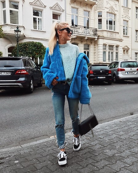 Romina M. - H&M Blue Fake Fur Jacket, Ysl Bag, Vans Platform - Blue Shades | @Donnaromina