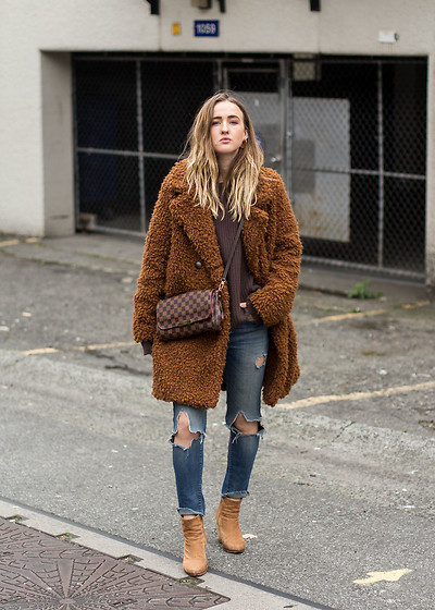 Jenaly Enns - Forever 21 Teddy Coat, Louis Vuitton Favorite Mm Bag, Zara Old Distressed Skinny Jeans, Rag & Bone Newbury Boots - Time to bring out the winter coats!!