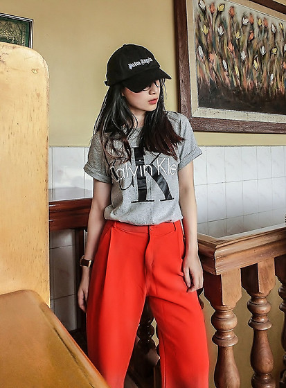 Annabelle Lao - Palm Angels, Owndays Jp, Calvin Klein, Fossil - Woman in red