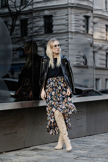 Laura⎢Les factory Femmes - Gestuz Skirt, Mai Piu Senza Boots, Zara Jacket, Asos Glasses - Autumn flowers